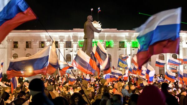 Simferopoli, manifestazione pro-Russia il 16 marzo 2014. - Sputnik Italia