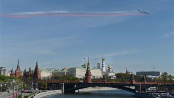 I caccia Sukhoi Su-25 solcano il cielo del centro di Mosca durante la prova Generale della Parata della Vittoria. - Sputnik Italia