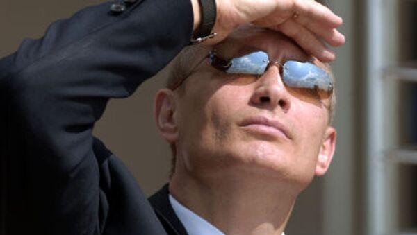 Putin con gli occhiali - Sputnik Italia