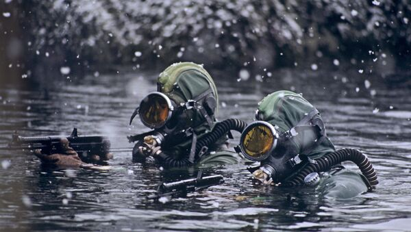 Soldati delle Forze Speciali russe in un'esercitazioni nel mare di Barents - Sputnik Italia
