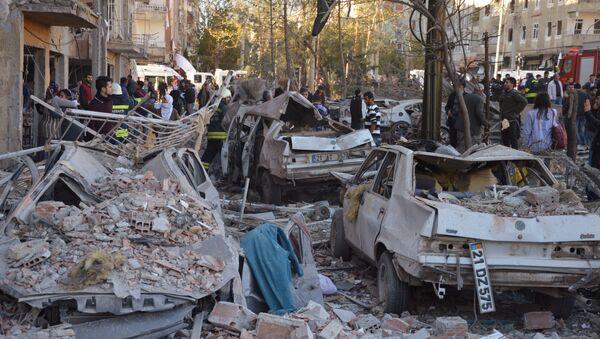 Al luogo dell'esplosione a Diyarbakir, Turchia - Sputnik Italia