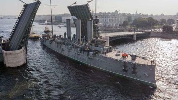 L'incrociatore Aurora sul fiume Neva - Sputnik Italia