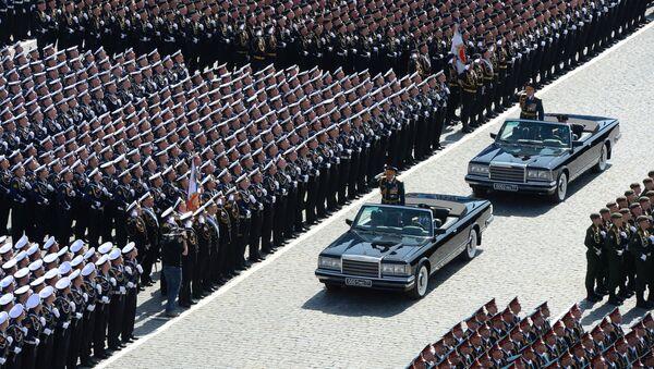 Giorno della Vittoria: il ministro della Difesa Sergej Shoigu accoglie i partecipanti della Parata della Vittoria - Sputnik Italia