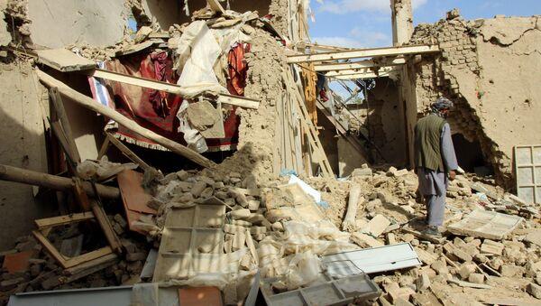 Casa distrutta in un bombardamento in Afghanistan - Sputnik Italia