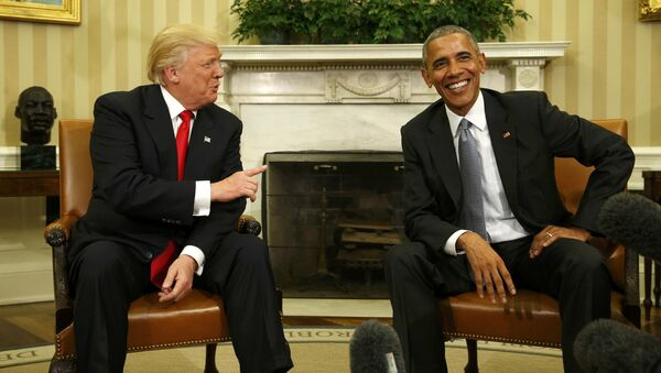U.S. President Barack Obama meets with President-elect Donald Trump (L) to discuss transition plans in the White House Oval Office in Washington, U.S., November 10, 2016 - Sputnik Italia