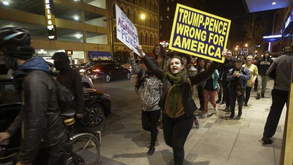 Dimostranti anti-Trump ad Indianapolis - Sputnik Italia
