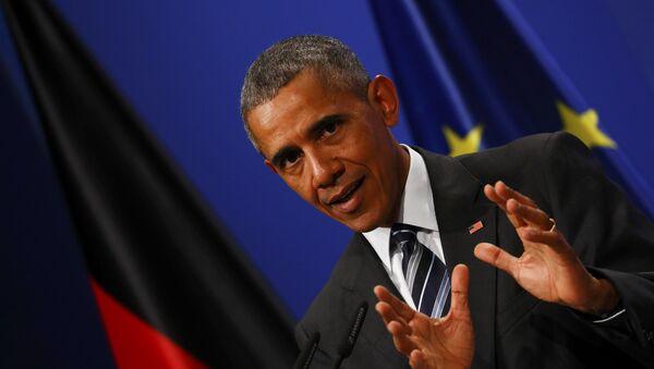 U.S. President Barack Obama addresses a news conference upon talks with German Chancellor Angela Merkel (unseen) at Schloss Herrenhausen in Hanover, Germany April 24, 2016 - Sputnik Italia