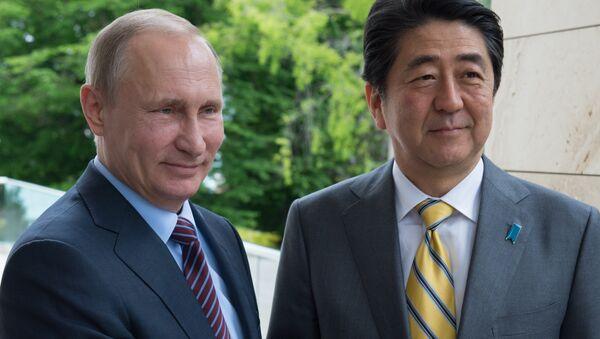 Vladimir Putin e Shinzo Abe - Sputnik Italia
