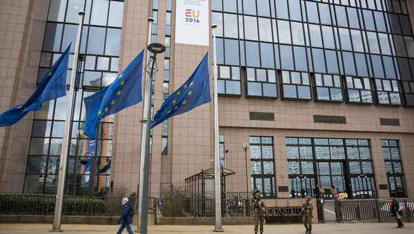 La sede del parlamento europeo a Bruxelles - Sputnik Italia