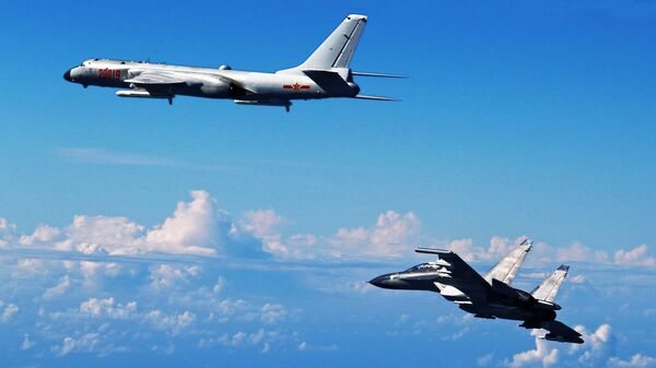 Caccia cinese Su-30 e bombardiere cinese H-6K - Sputnik Italia