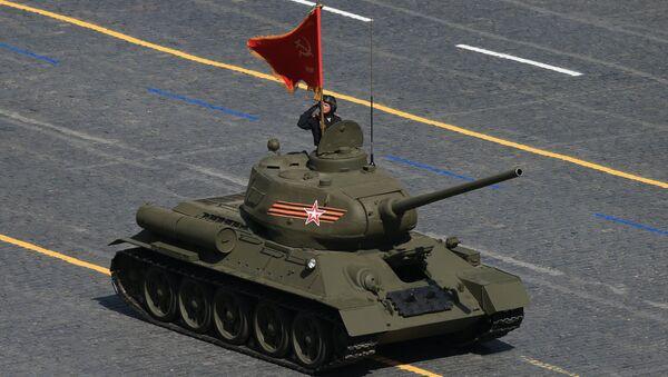 Il leggendario carro armato T-34-85  - Sputnik Italia