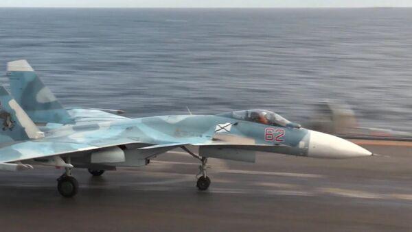 Su-33 a bordo della portaerei Ammiraglio Kusnetsov - Sputnik Italia