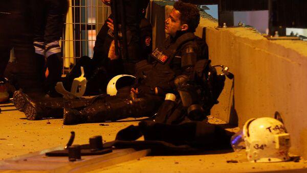 Poliziotto ferito ad Istanbul dopo l'attentato - Sputnik Italia