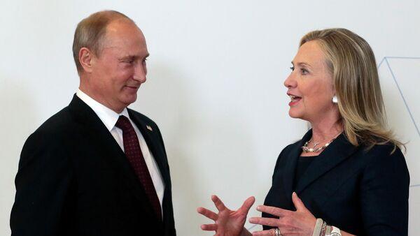Vladimir Putin e Hillary Clinton (foto d'archivio) - Sputnik Italia
