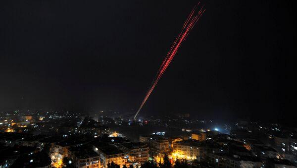 Le forze governative siriane celebrano la vittoria ad Aleppo - Sputnik Italia