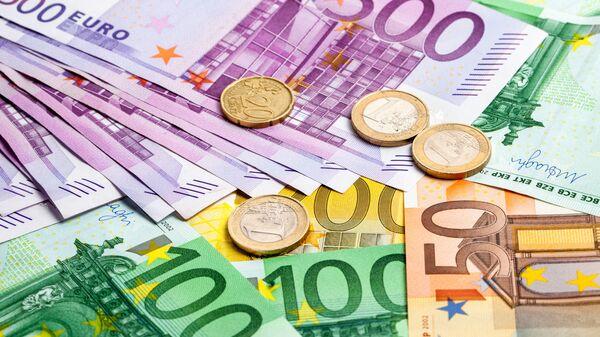 """Secondo un recente sondaggio del Centro Europa Ricerche, il 52% dei tedeschi è oggi """"molto favorevole"""" alla moneta unica - Sputnik Italia"""