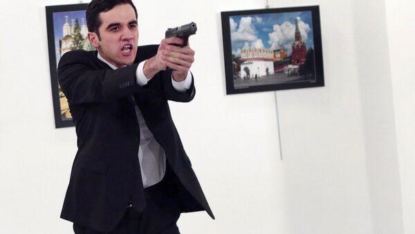 An unnamed gunman gestures after shooting the Russian Ambassador to Turkey, Andrei Karlov, at a photo gallery in Ankara, Turkey, Monday, Dec. 19, 2016 - Sputnik Italia