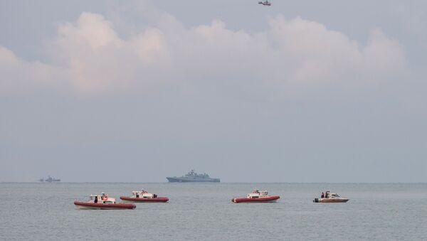 Поисково-спасательные работы у побережья Черного моря, где потерпел крушение самолет Минобороны РФ Ту-154 - Sputnik Italia