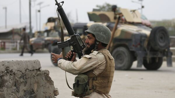 An Afghan National Army (ANA) soldier takes up position at the site of a suicide car bomb attack in Kabul, Afghanistan. (File) - Sputnik Italia