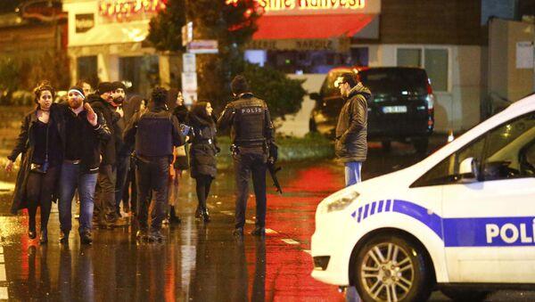 Police secure area near an Istanbul nightclub, Turkey, January 1, 2017. - Sputnik Italia