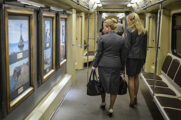 Arte sui vagoni della metro di Mosca. - Sputnik Italia