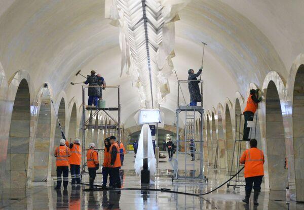 Lavori di ristrutturazione alla stazione Kuznetskiy Most. - Sputnik Italia