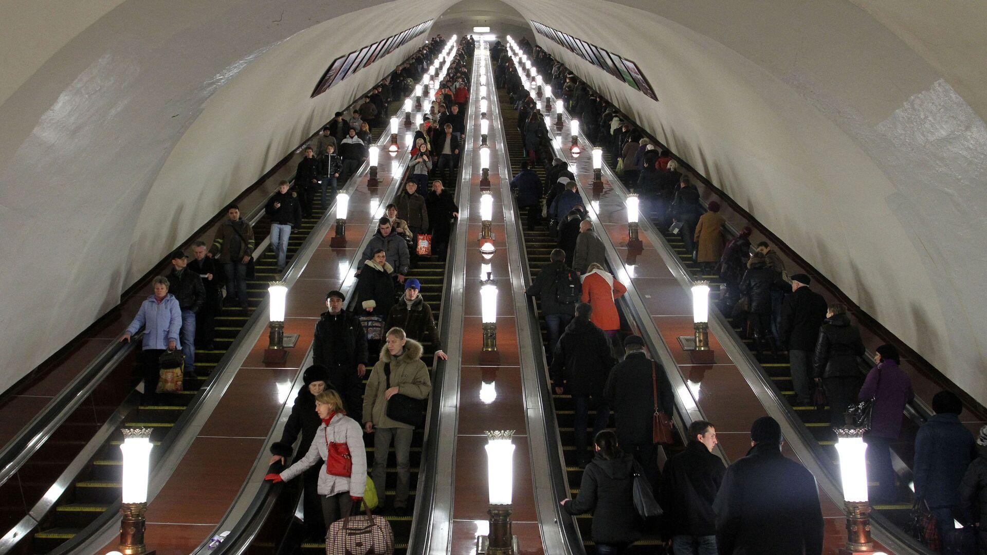 Scale mobili nella metro di Mosca. - Sputnik Italia, 1920, 23.05.2021