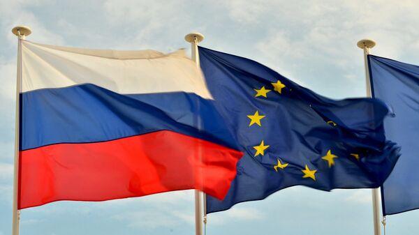 Bandiere della Russia, UE. - Sputnik Italia