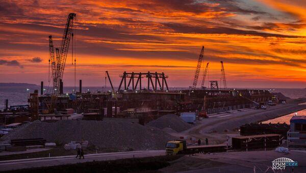 La costruzione del ponte verso la Crimea - Sputnik Italia