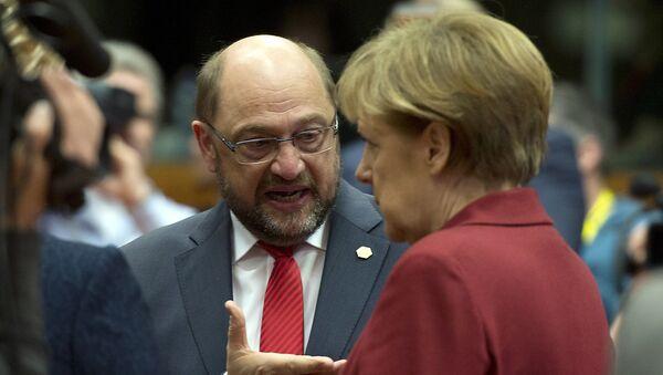 Martin Schulz ed Angela Merkel - Sputnik Italia