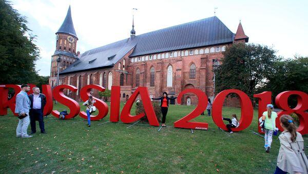 Il logo dei Mondiali RUSSIA 2018 a Kaliningrad - Sputnik Italia