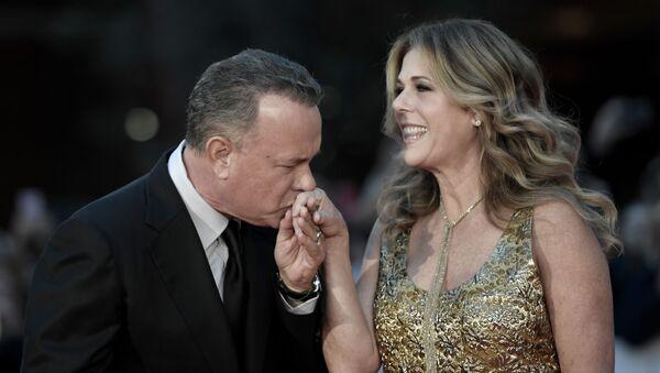Американский актер Том Хэнкс с женой Ритой Уилсон - Sputnik Italia
