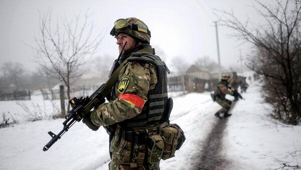 Soldati ucraini vicino alla linea di contatto nel Donbass - Sputnik Italia