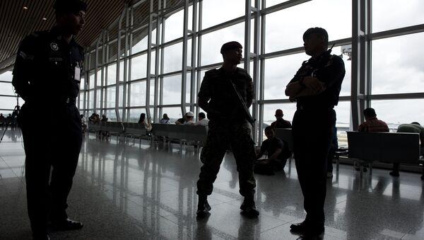 Poliziotti all'aeroporto di Kuala Lumpur - Sputnik Italia