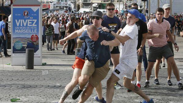 Euro 2016 scontri a Marsiglia tra tifosi inglesi e russi - Sputnik Italia