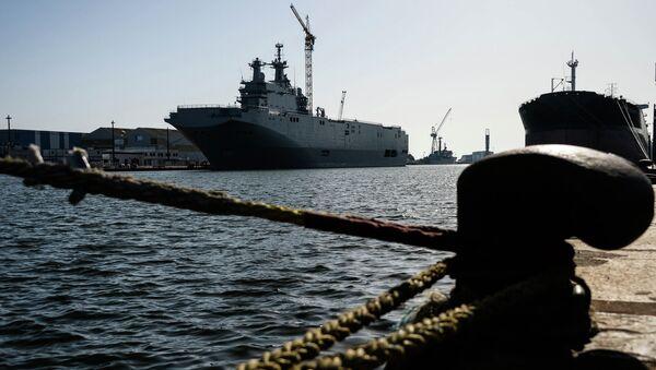 Десантный корабль Владивосток класса Мистраль в доках французской компании SNX France - Sputnik Italia