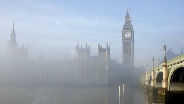 Fog clears around the Houses of Parliament in central London, Britain in this December 11, 2013 - Sputnik Italia