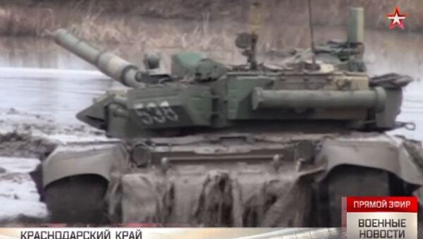 Fangoterapia per i carri armati T-72 - Sputnik Italia