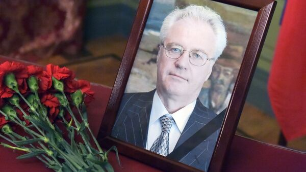 Flowers and portrait in the building of the Russian Foreign Ministry, a tribute to Vitaly Churkin, Permanent Representative of the Russian Federation to the United Nations. - Sputnik Italia
