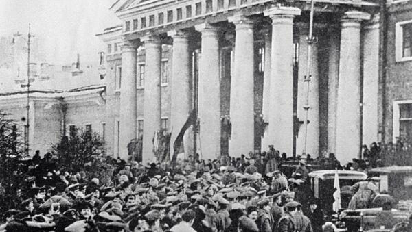 Una manifestazione durante la rivoluzione di febbraio del 1917. - Sputnik Italia