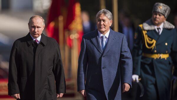 Il presidente russo Vladimir Putin e suo omologo kirghizo Almazbek Atambayev - Sputnik Italia