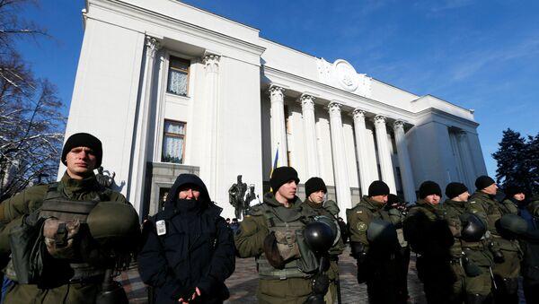 Polizia di fronte al parlamento ucraino - Sputnik Italia