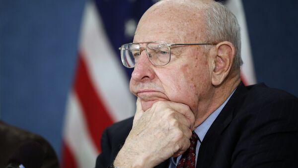 Former ambassador Thomas R. Pickering, listens during a news conference - Sputnik Italia