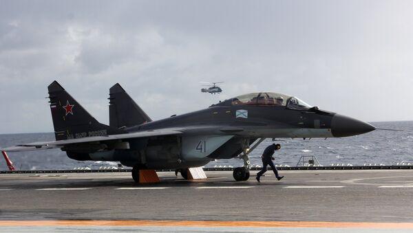 MiG-29K fighter aboard Admiral Kuznetsov heavy aircraft carrier in the Mediterranean Sea - Sputnik Italia
