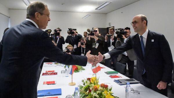 Il ministro degli Esteri italiano Angelino Alfano e il suo omologo russo Sergej Lavrov al G20 - Sputnik Italia