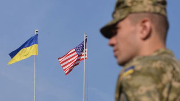 Bandiera USA e ucraina - Sputnik Italia