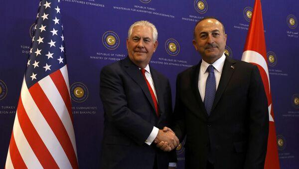 Segretario di Stato USA Rex Tillerson con ministro Esteri turco Mevlut Cavusoglu ad Ankara - Sputnik Italia