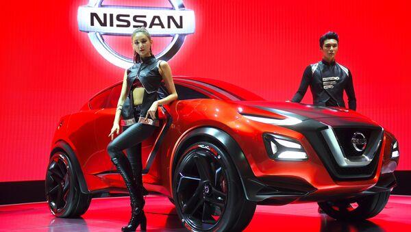 I modelli presentano la concept car Nissan Gripz al press screen del Seoul Motor Show - Sputnik Italia