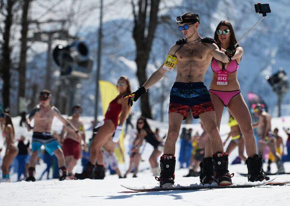 Snow, Skiing and Bikini Babes: BoogelWoogel Alpine Carnival Rocks Sochi - Sputnik Italia