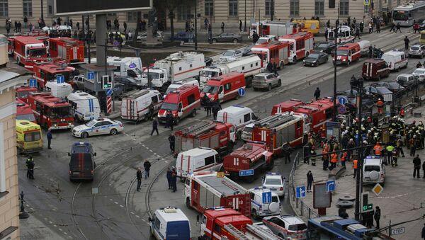 San Pietroburgo, soccorsi nei pressi della stazione della metropolitana Sennaya Ploshad - Sputnik Italia